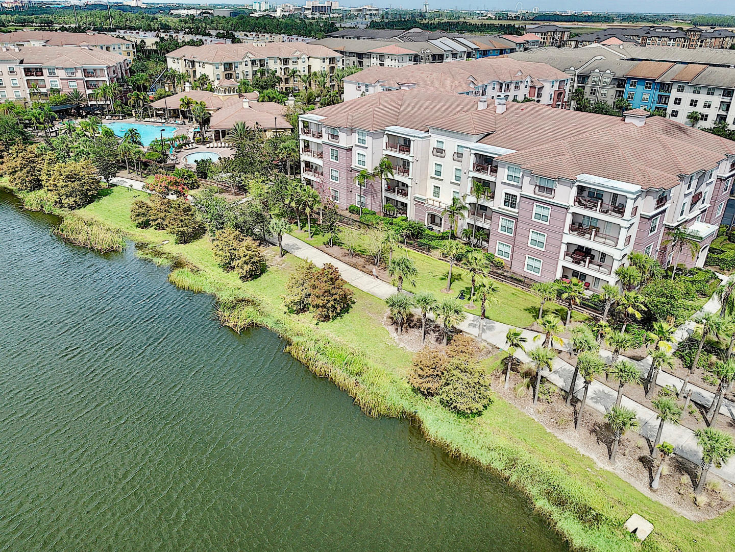 Vista Cay Luxury Lakeview 3 bedroom condo Slide-30