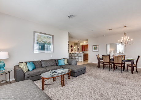Beautiful lakeview deluxe condo minutes from Universal Studios!