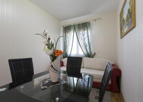 Apartment S8