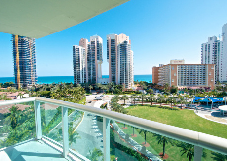 Comfortable condo w/ ocean views. WiFi, parking, tennis, playground and more!