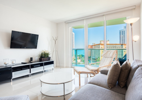 O. Reserve 1 | 2 Bed + Den 2 Bath, Steps away from the Ocean!