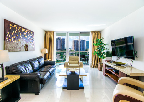 Enjoy of a Luxury Vacation Rental located across from the Beach!