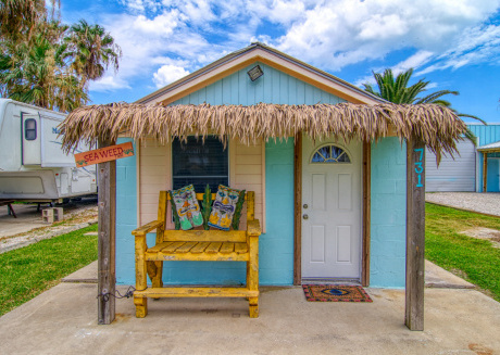 Adorable 1 bedroom house right in the heart of Port A! Close to the Beach