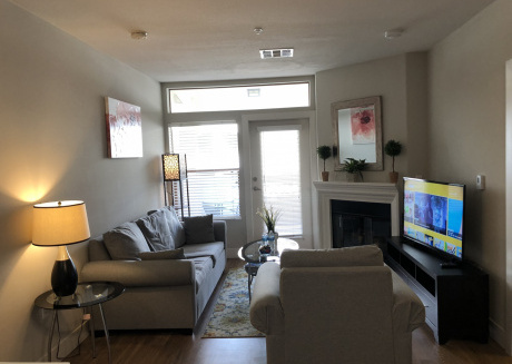Upscale and Urban 2+2 Westwood Apartment
