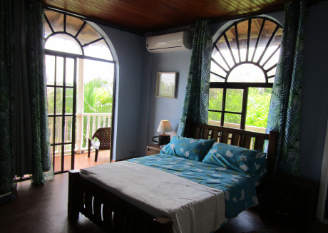 Comfortable room with balcony 5 minutes walk from the main beach