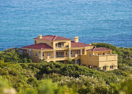 Whale Tails Self Catering Beach Villa