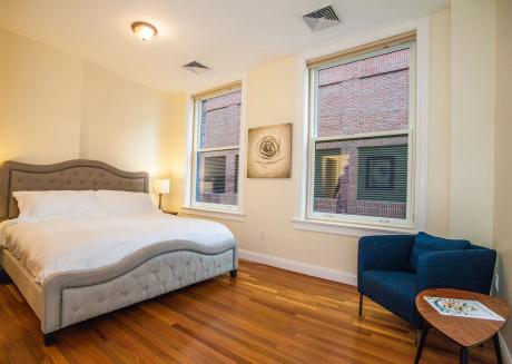 Luxe Condo Back Bay Boston-3 Bedrooms & 2 Baths
