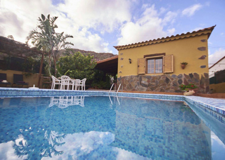 Rural villa with private pool and free Wi-Fi.