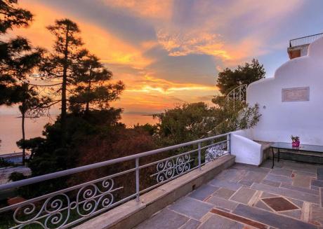 Traditional Greek Villa (Cycladic house)