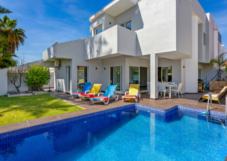 Casa Del Mar Vilamoura - Newly Renovated 3 bedroom villa with pool, A/c and Wifi