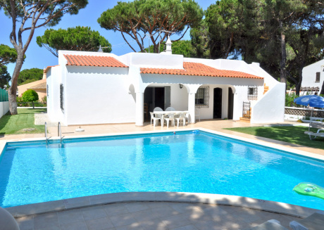 Traditional Private Pool, walking distance to Centre, Golf Facing