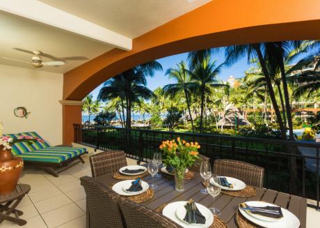 Beachfront 2BR, spacious balcony, Playa Royale 2204