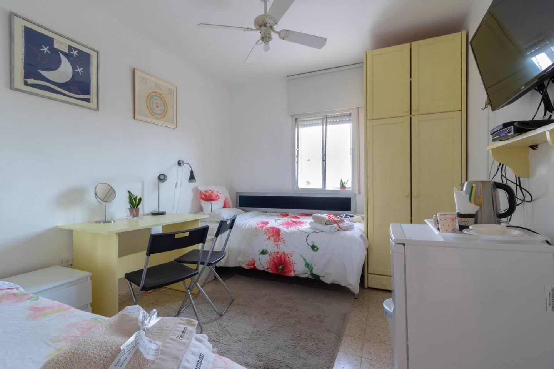 Villa Varda Home From Home - Yellow Room Slide-12