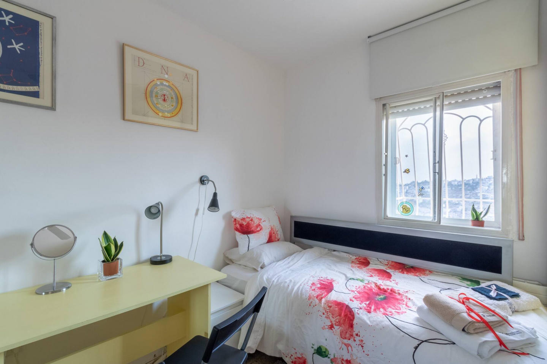 Villa Varda Home From Home - Yellow Room Slide-11