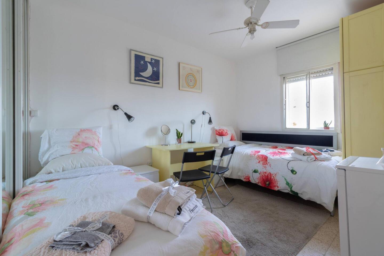 Villa Varda Home From Home - Yellow Room Slide-3
