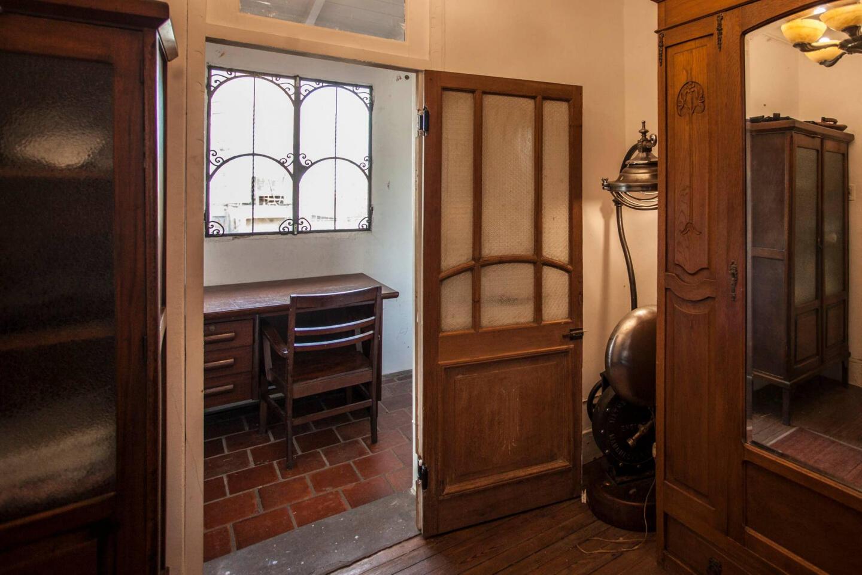 Charming Service Quarters In Mansion In San Telmo Slide-5