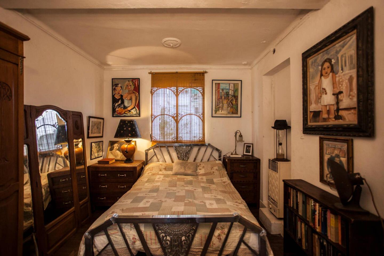 Charming Service Quarters In Mansion In San Telmo Slide-1