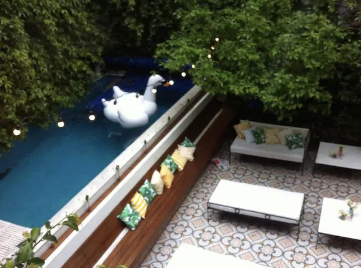 Charming Service Quarters In Mansion In San Telmo Slide-10