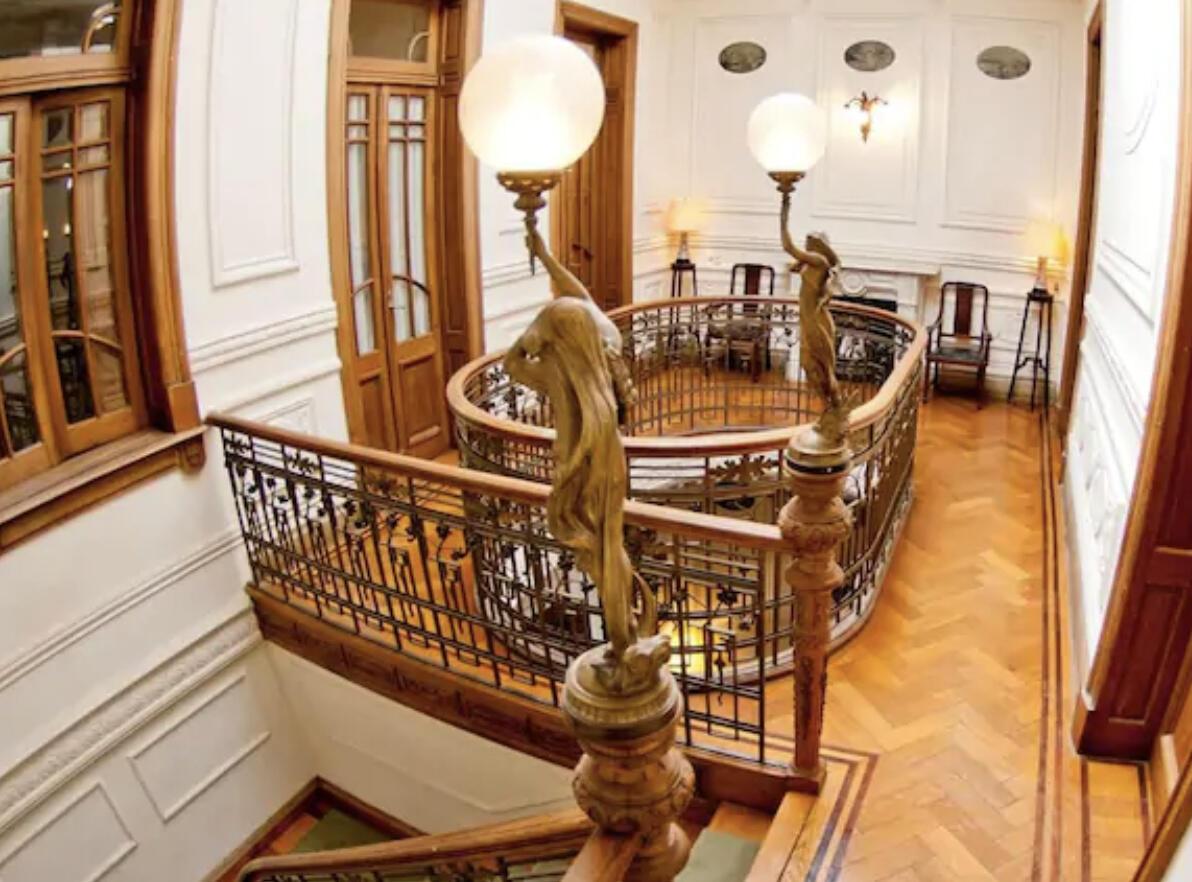 Charming Service Quarters In Mansion In San Telmo Slide-3