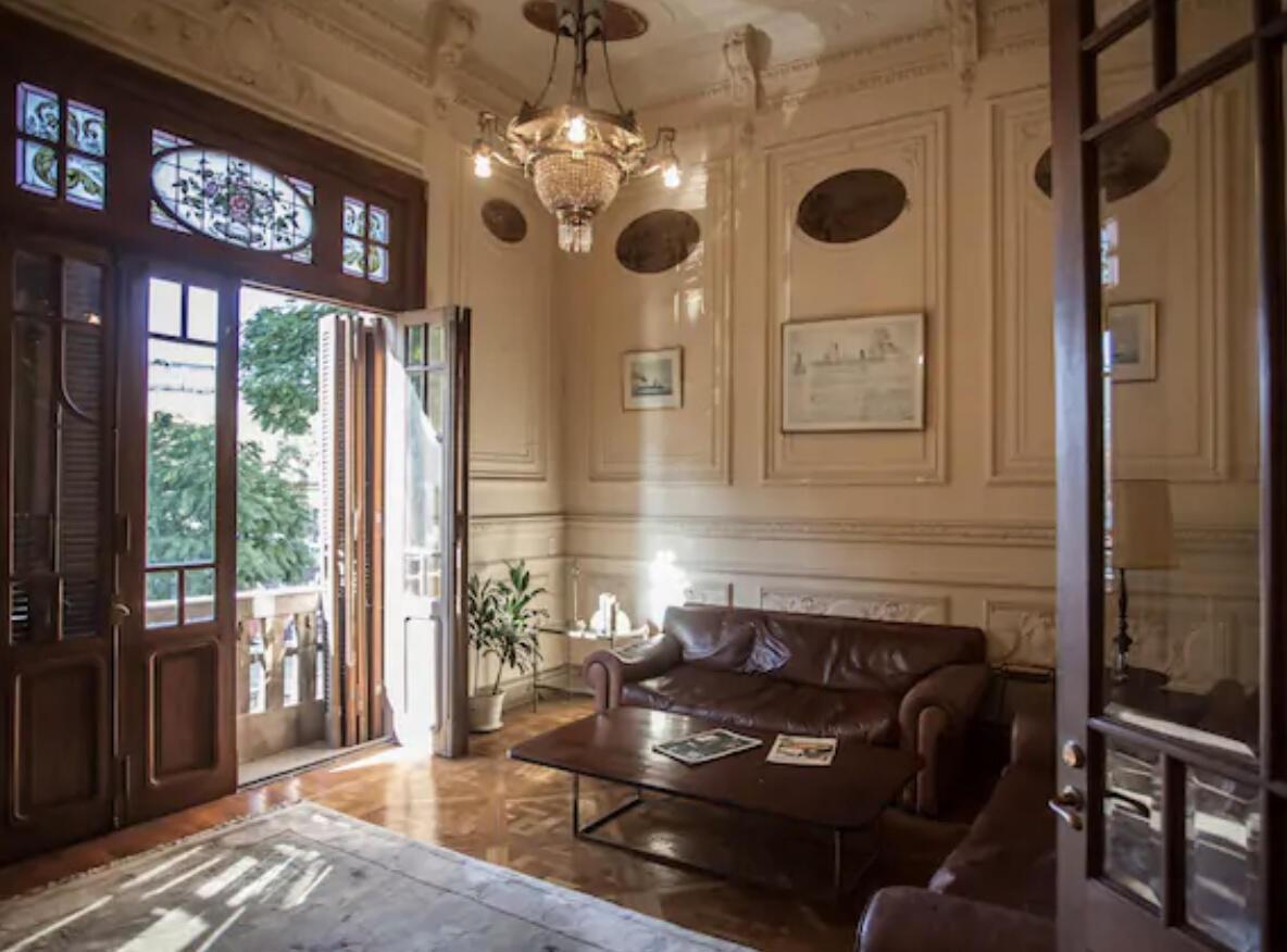 Charming Service Quarters In Mansion In San Telmo Slide-2