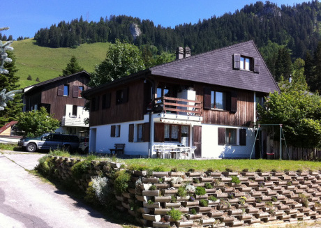 Superb house located in a nice walking area and the ski lift is 100 meters.