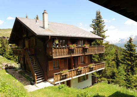Perfectly located chalet with view of the Rhone Valley.