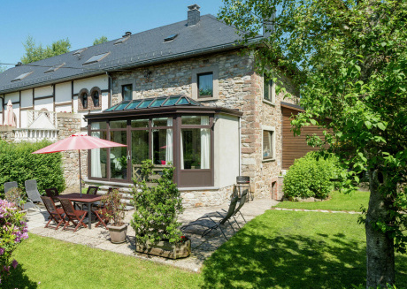 An extremely pleasant semi-detached cottage in the quiet village of Thirimont.