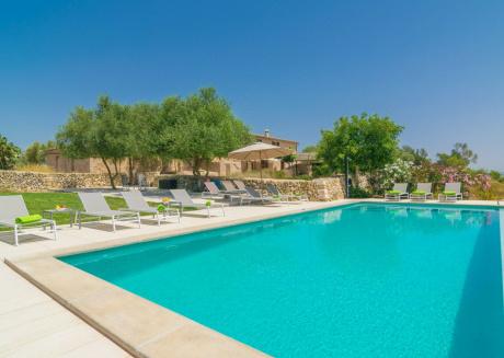 CASES DALCUDIARROM - Villa for 12 people in Vilafranca de Bonany.
