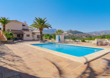 Beautiful Villa with Private Pool near Sea in Calpe