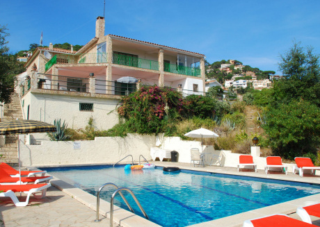 Modern Holiday Home in Lloret de Mar with Swimming Pool