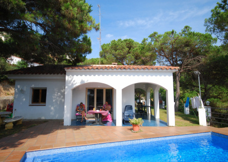 Peaceful Villa in Canyelles with Garden