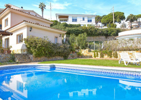 Beautiful Villa in Canyelles with Private Swimming Pool