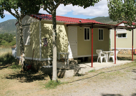 Mobilhome located on a small holiday park with a swimming pool in a beautiful environment.