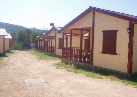 Bungalow located on a small holiday park with a swimming pool in a beautiful environment.