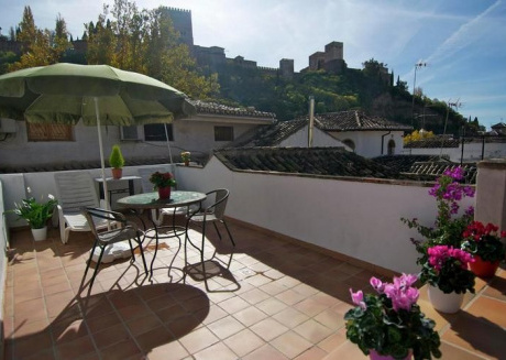 City apartment with private terrace and stunnings views of the Alhambra