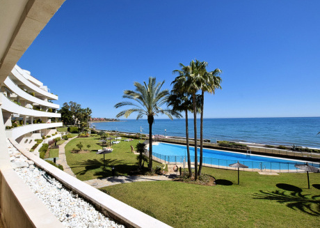Spacious Apartment in Estepona with Swimming Pool