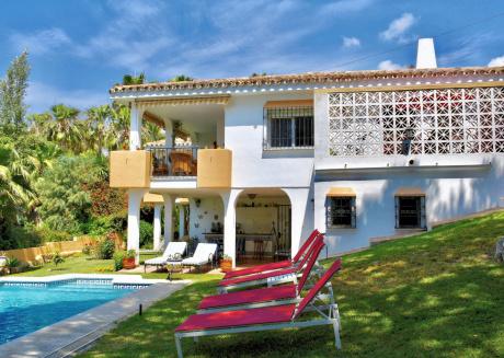 Modern Villa in Elviria with Swimming Pool