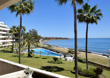 Splendid Apartment in Estepona with Swimming Pool