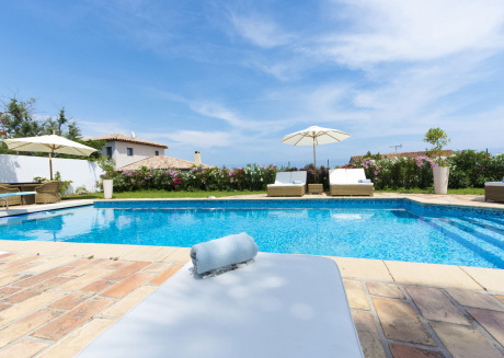 Gorgeous air-conditioned villa with heated private pool and sea views