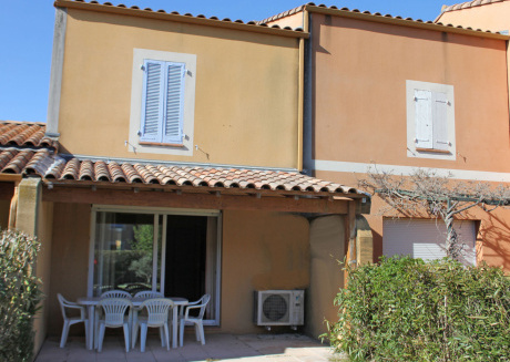 Holiday home on a small beautiful holiday park with large pool, near Arles