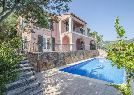 Villa in Anthéor, with stunning sea views and private swimming pool