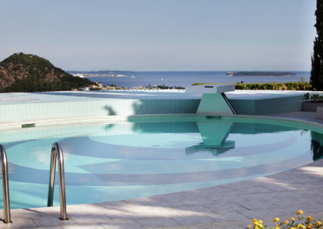 Luxurious villa with sea view, private pool, wellness area and gym, near Cannes.