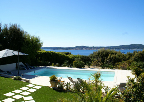 Ideally located villa at Ste Maxime, beautiful sea view, air conditioning and large garden