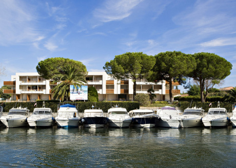 Apartment located on a marina, near Cannes