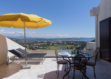 Luxurious holiday home with spacious pool in Mandelieu-la-Napoule, near Cannes