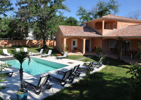 Superb spacious villa with private pool, only 300m from the beach.