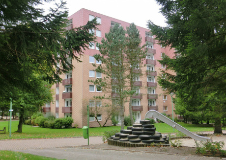 Apartment with balcony in a park setting, close to the thermal baths.
