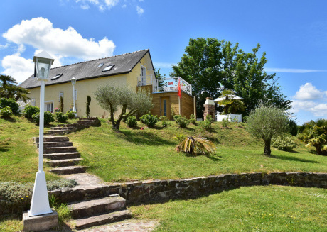 Stunning Holiday Home in Quinéville near Beach