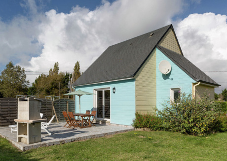 Cheerful holiday home, fenced garden, terrace and barbecue, close to the beach