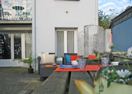 Apartment with private garden 10mins from Port-Louis beach, disabled access.